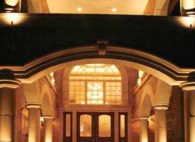 portico-night